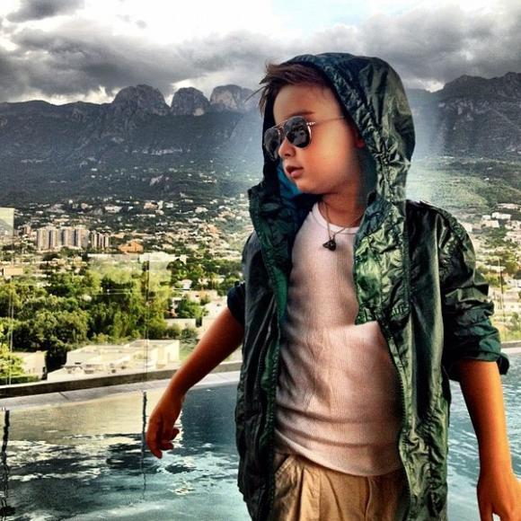 "Alonso Mateo - cậu bé fashion icon đang gây ""sốt"""