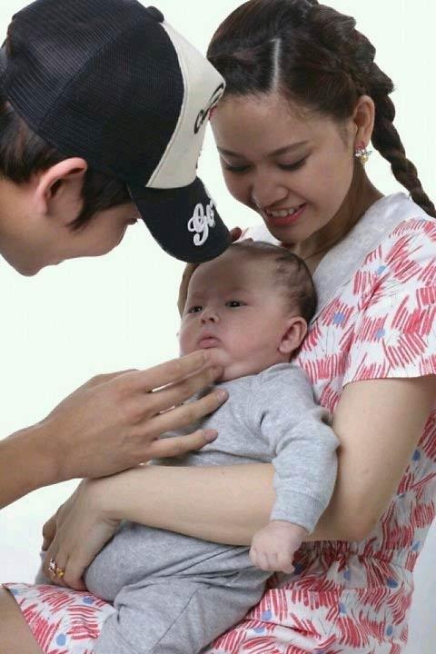 Lộ nhẫn đính hôn của Trương Quỳnh Anh?