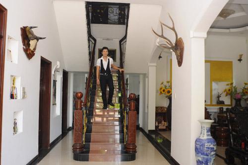 Nhà như siêu thị đồ gỗ của diễn viên Chí Dũng