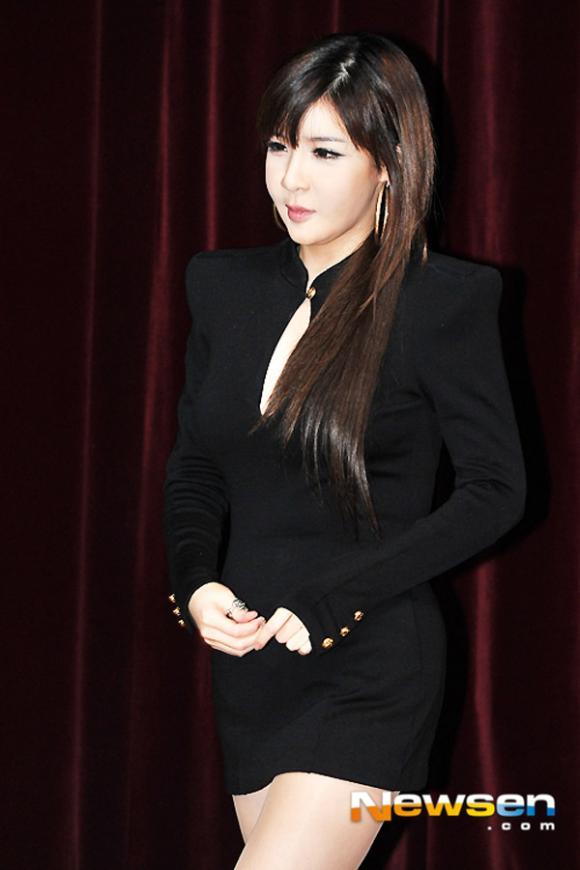 Sốc với gương mặt biến dạng 'cứng đờ' của Park Bom (2NE1)