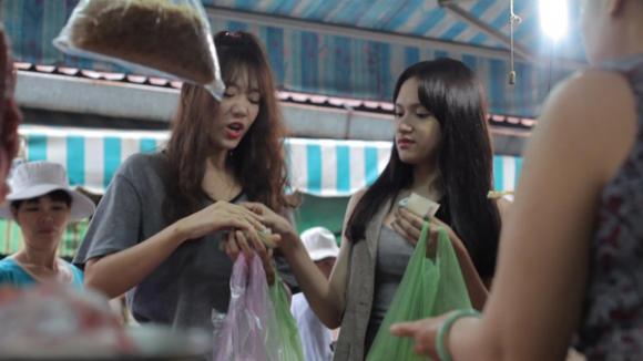 Bắt gặp Hương Giang Idol đi chợ cùng bạn gái Tiến Đạt