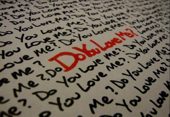 Tại sao phụ nữ luôn hỏi: 'Anh có yêu em không?'