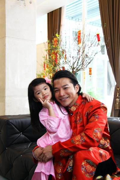 Trần Bảo Sơn từng chia sẻ, cô con gái cưng bám ba hơn bám mẹ và điều đó một lần nữa được chứng tỏ