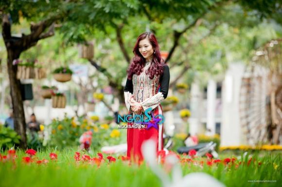 Á hậu quý bà Thu Hương đẹp nền nã với áo dài Võ Việt Chung