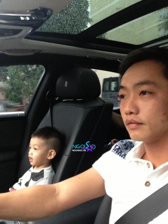 Vắng mẹ Hà Hồ, Subeo hí hửng khi được bố đưa đi nhà sách