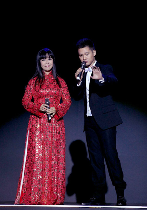 Hồng Nhung đẹp mặn mà bên Đức Tuấn, Ca nhạc - MTV, Hong Nhung, Thanh Lam, Duc Tuan, Tung Duong, Nghin trung xa cach, Pham Duy, tuong nho, dem nhac, ca sy, tin tuc