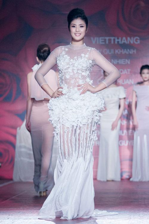Hoa hậu Ngọc Hân trắng sáng bất ngờ