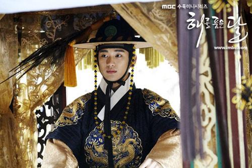 Những vị vua đẹp trai rạng ngời của điện ảnh Hàn