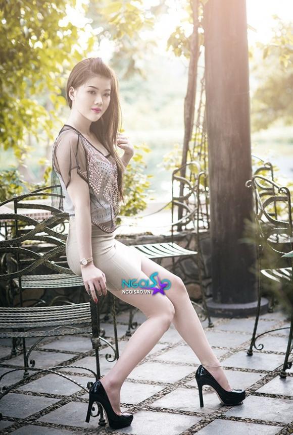 Ngắm người mẫu La An khoe dáng chuẩn trong khu vườn mùa Hạ