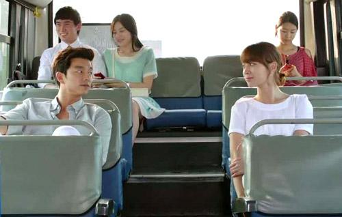 'Bí quyết' tán gái trên xe bus