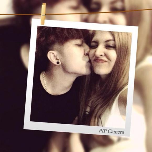 Tấm ảnh công khai mối quan hệ của Yanbi và Andrea.