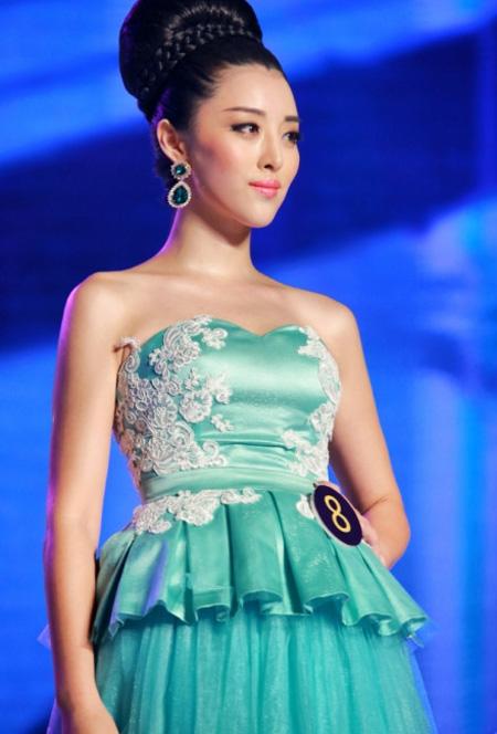 Hoa hậu Trung Quốc 2013 dáng chuẩn như người mẫu