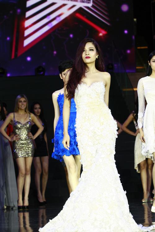Nhìn lại màn trình diễn của Diệu Linh và Hoàng Thu tại chung kết Siêu mẫu châu Á