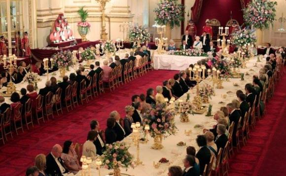 Ngắm cung điện xa hoa của hoàng tử nhí nước Anh