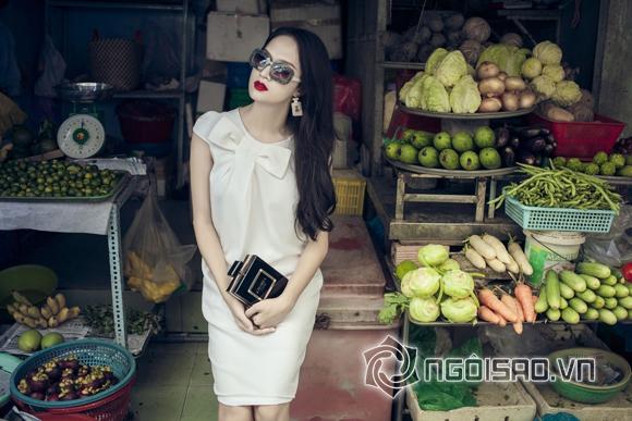 Hương Giang Idol tự tin tạo dáng chụp hình giữa chợ