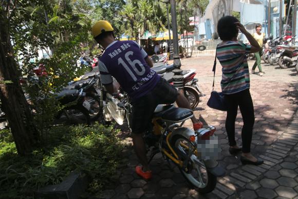 Xuân Bắc đi 'xế độc' tới dự ra mắt CLB Bóng đá Ngôi Sao Việt Nam