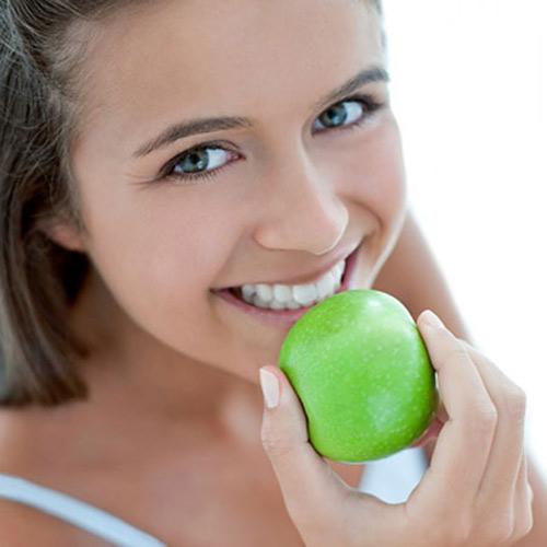 'Chữa' răng xỉn màu bằng các loại trái cây