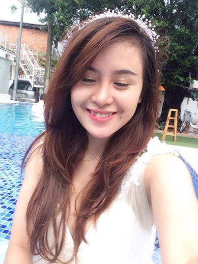 Bà Tưng khiến fan bật cười khi diện đồ dạ hội đi bơi