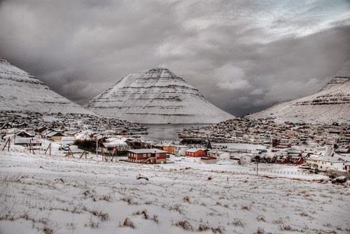Thành phố xinh đẹp bên ngọn núi hình kim tự tháp