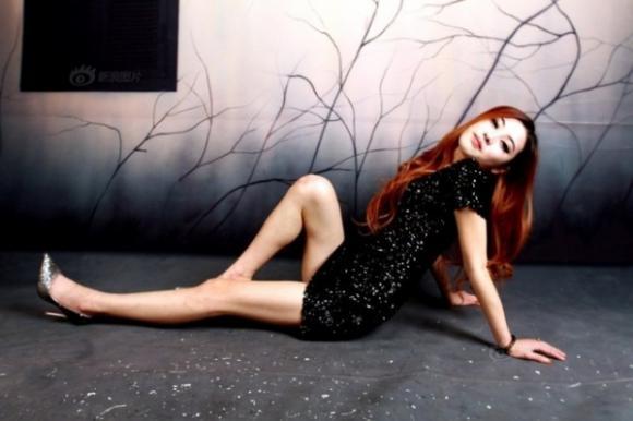Hình ảnh phơi bày sự thật hào nhoáng của nghề người mẫu