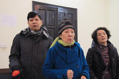 Vĩnh Phúc: Bệnh nhân quỳ lạy xin cho bà Chanh được hát chữa bệnh