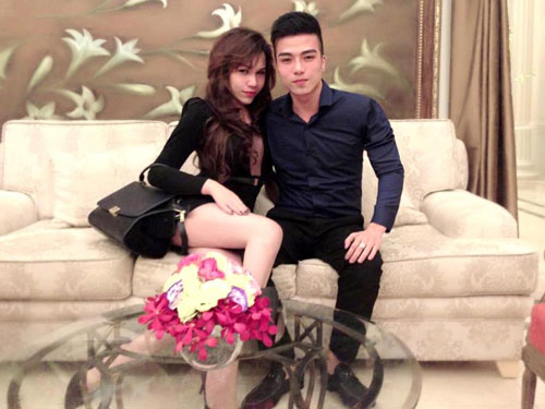 Kenny Sang bị NTK Franky Nguyễn bóc mẽ là gay