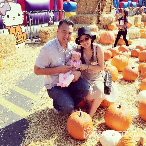 Vợ chồng Duy Uyên đưa con gái đi chơi Halloween sớm