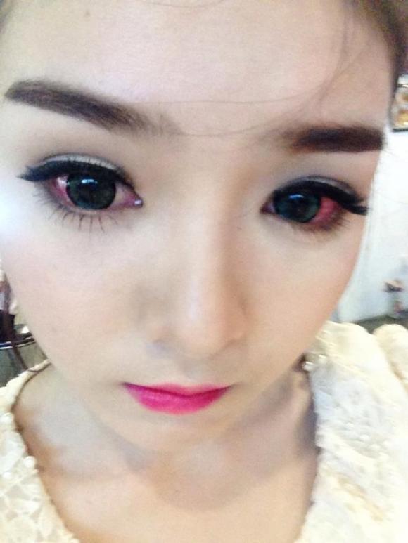 Hot girl Lily Luta bất ngờ up ảnh đôi mắt đỏ ngầu đáng sợ