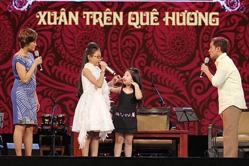 Phương Mỹ Chi giả ngất trên sân khấu - 3