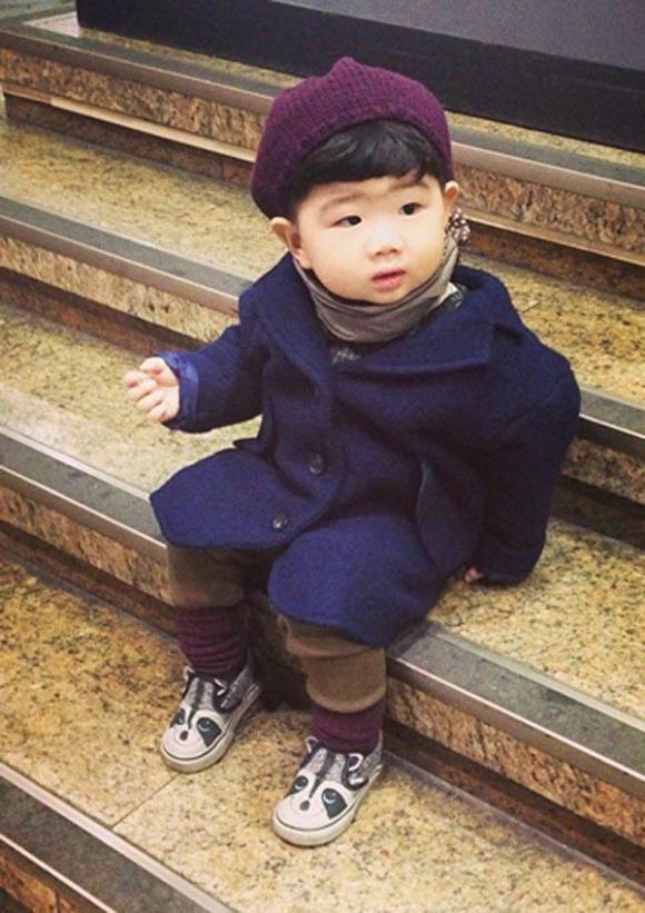 Những nhóc tỳ dễ thương,nhóc tì nổi tiếng trên mạng xã hội,cậu bé mắt híp