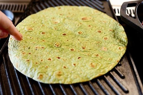 Bánh rau bina cuộn hoa atiso bơ rau thập cẩm siêu lạ (2)