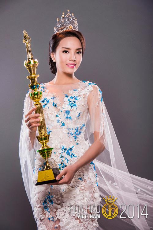 Những mỹ nhân Việt 'mạnh mồm' tự tin nhan sắc, không cần đụng 'dao kéo'
