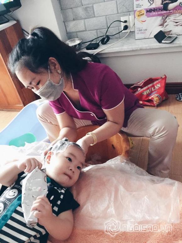 Con gái Lý Hải tập tành nằm massage cực yêu