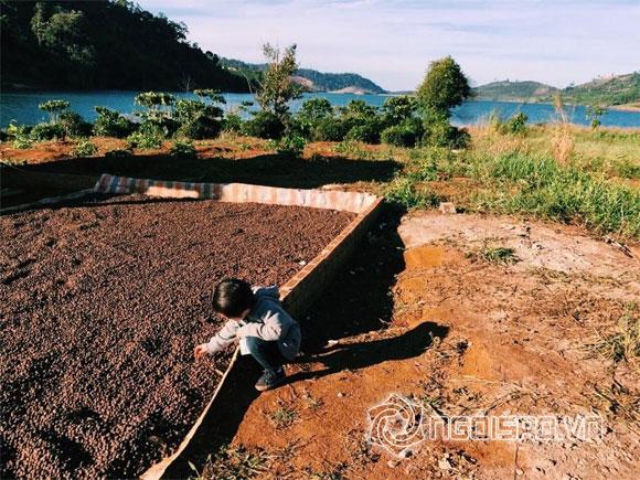 Hai con nhà Lý Hải - Minh Hà thích thú 'khám phá' núi rừng