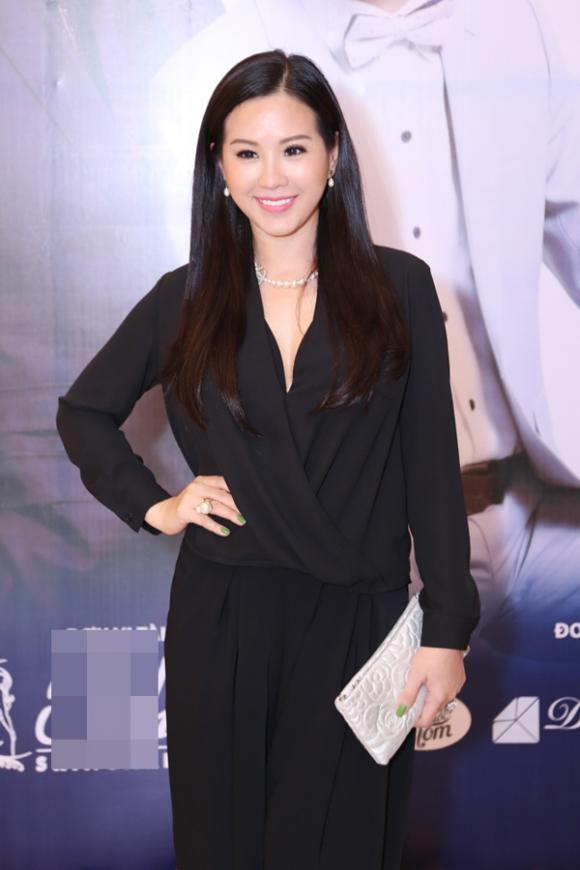 Hoa hậu Thu Hoài trẻ trung bên nhạc sĩ Đức Huy
