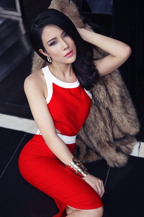 """Điểm mặt những mẫu Việt """"đá sân"""" sang làng điện ảnh"""
