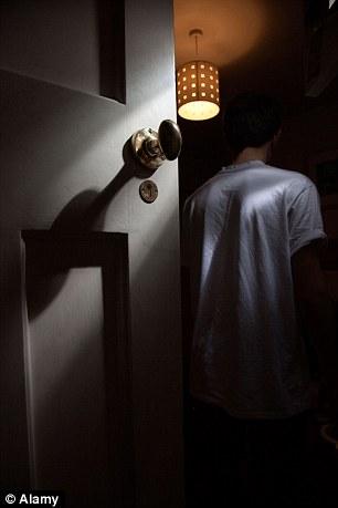 Ánh sáng đèn ngủ có thể gây bệnh ung thư - 1