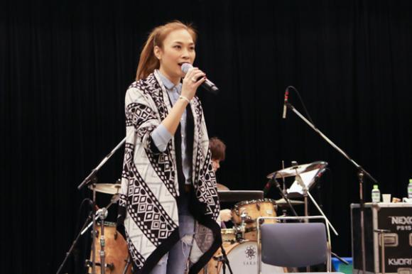 Mỹ Tâm tập hát cùng nghệ sĩ guitar hàng đầu Nhật Bản 1