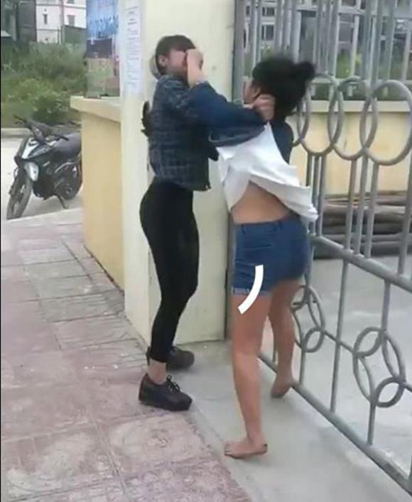 Lại thêm vụ nữ sinh cấp 2 đánh nhau