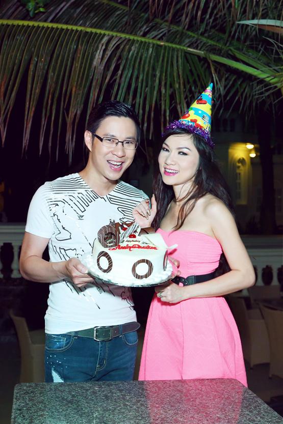 MC Anh Quân sinh nhật: Đức Tiến và Kavie Trần về nước chúc mừng
