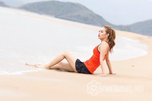 Minh Hằng tự tin khoe dáng ngọc trên biển
