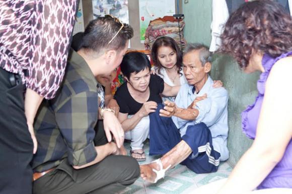Đàm Vĩnh Hưng dùng tiền phúng điếu ông ngoại làm từ thiện 2