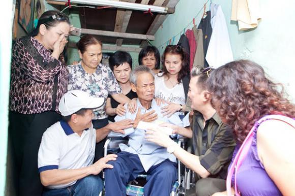 Đàm Vĩnh Hưng dùng tiền phúng điếu ông ngoại làm từ thiện 5