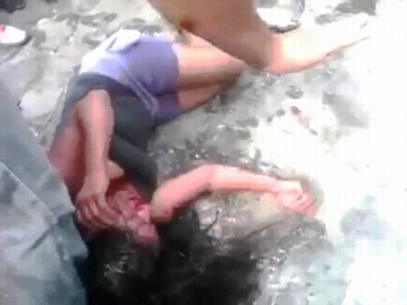 Cô gái 16 tuổi bị dân làng đánh đập và thiêu sống'  1