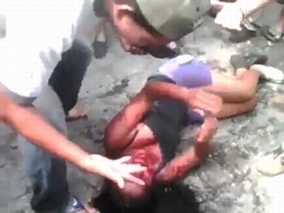 Cô gái 16 tuổi bị dân làng đánh đập và thiêu sống'  0