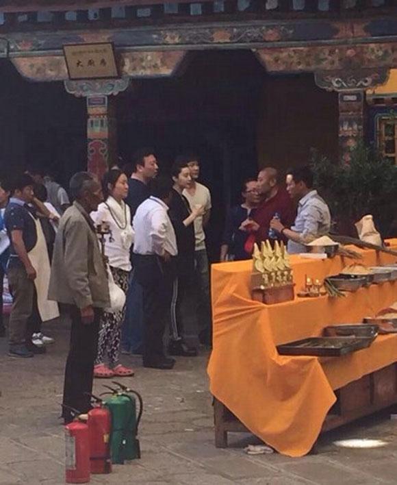 Xôn xao ảnh của Lý Thần quỳ gối cầu hôn Phạm Băng Băng  3