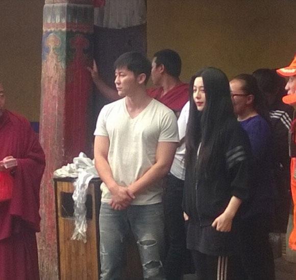 Xôn xao ảnh của Lý Thần quỳ gối cầu hôn Phạm Băng Băng  4