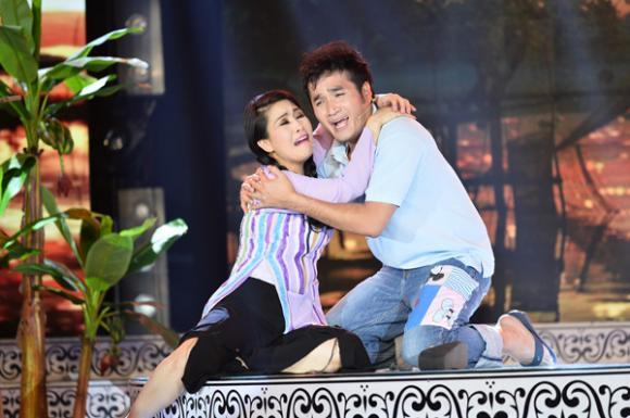 Kiều Oanh ôm người tình thắm thiết trên sân khấu 5