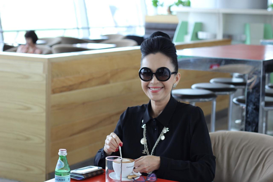 Diễm My ở sân bay Tân Sơn Nhất 5