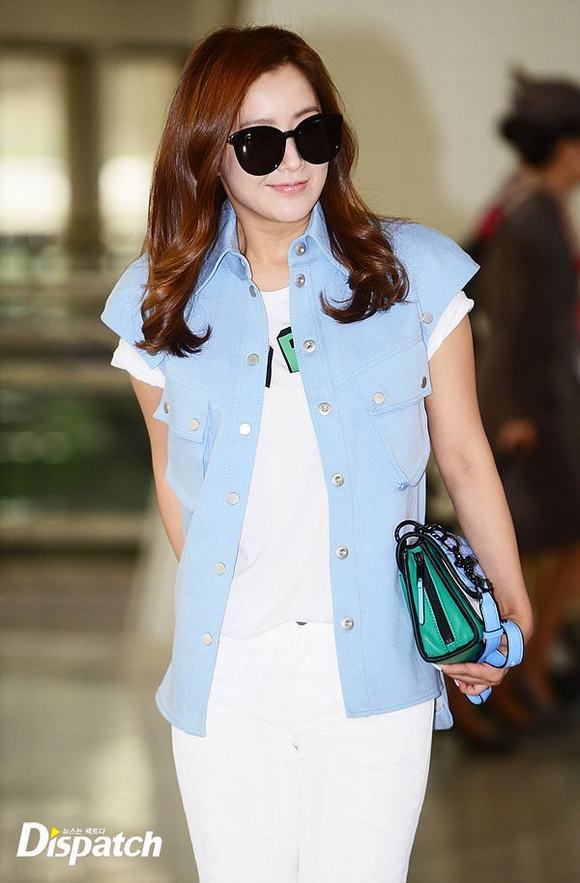 Kim Hee Sun ở sân bay 8